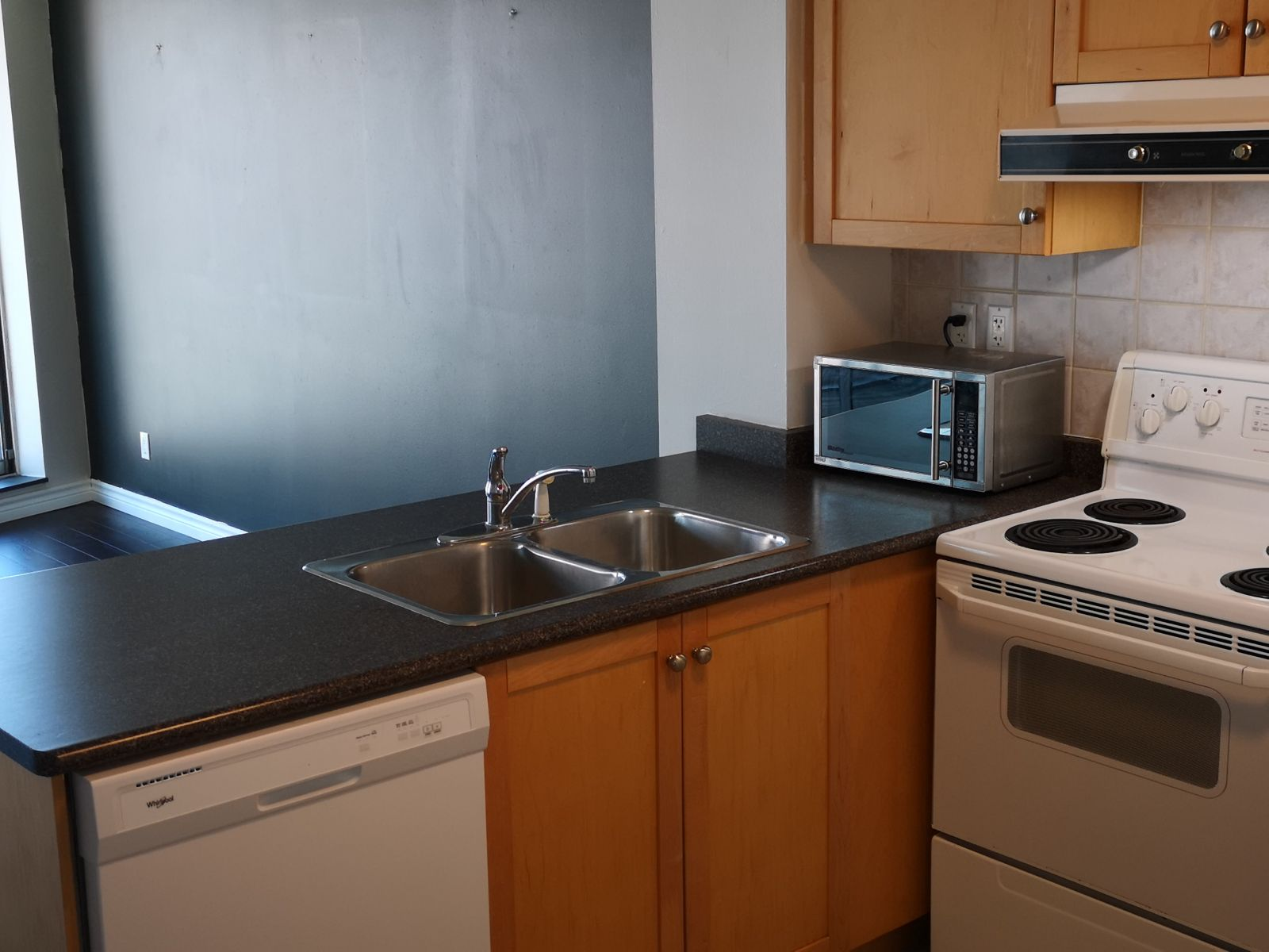 650 Queens Quay W unit 305 Toronto- Kitchen-living