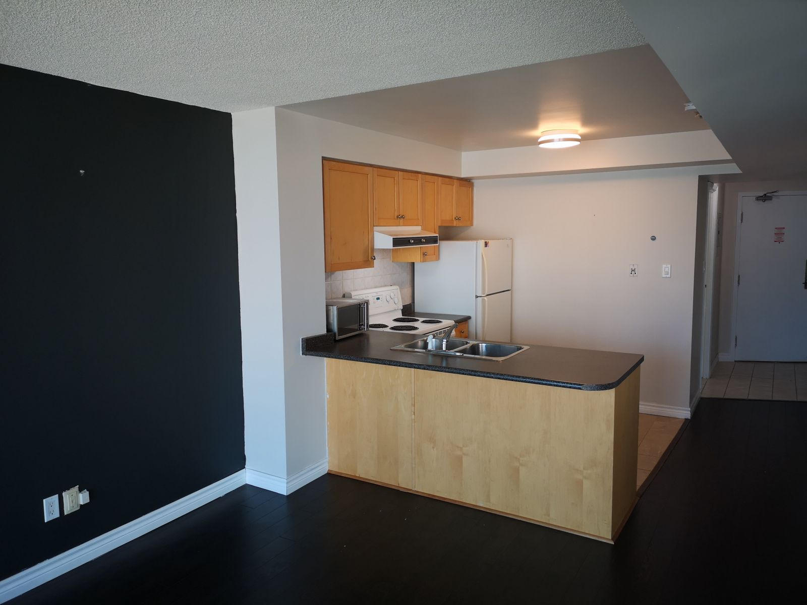 650 Queens Quay W unit 305 Toronto